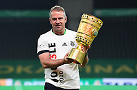 04.07.2020, Fussball DFB Pokal Finale, Bayer 04 Leverkusen - FC Bayern Muenchen emspor,v.l. Trainer Hansi Flick (FC Bayern Muenchen)<br /> mit dem DFB POKAL<br /> <br /> Foto: Kevin Voigt/Jan Huebner/Pool/Marc Schueler/Sportpics.de<br /> <br /> (DFL/DFB REGULATIONS PROHIBIT ANY USE OF PHOTOGRAPHS as IMAGE SEQUENCES and/or QUASI-VIDEO - Editorial Use ONLY, National and International News Agencies OUT)