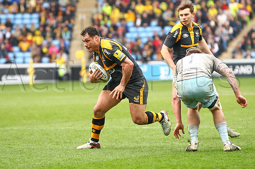 03.04.2016. Ricoh Arena, Coventry, England. Rugby Aviva Premiership. Wasps versus Northampton Saints.  Wasps flanker George Smith makes a break.