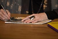 """SAO PAULO, SP, 13.06.2018 - LIVRO-SP<br /> Rita Lee realiza noite de autógrafo de seu novo livro """"favoRita"""" na Livraria Cultura do Conjunto Nacional, na Avenida Paulista, centro de São Paulo, na noite desta quarta-feira, 13. (Foto: Ciça Neder / Brazil Photo Press)."""