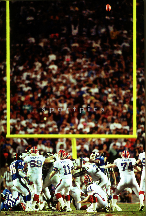 Buffalo Bills Scott Norwood (11) misses his field goal attempt at the end of Super Bowl 25 on January 27, 1991  The New York Giants beat the Buffalo Bills 20-19. Scott Norwood played for 7 years, all with Buffalo Bills, was a 1-time Pro Bowler.(SportPics)