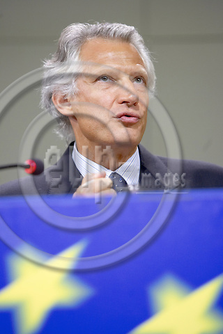 Brussels - Belgium - 25 September 2006 -- Dominique de VILLEPIN, French Prime Minister, during his press conference on his meeting with the European Commission to discuss the sensitive issue of opening up European energy markets to competition and of forging a common EU energy policy, issues which both have polarized the political debate in France; at the headquarters of the European Commission -- Photo: Thierry Monasse / eup-images