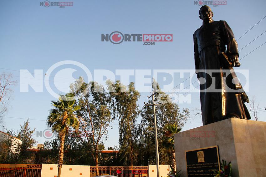 Reinauguraci&oacute;n de la estatua de Juan Navarrete,  quien fuera Arzobispo de Sonora, por mas de cincuenta a&ntilde;os y del cual recientemente inicio su proceso de beatificaci&oacute;n y canonizaci&oacute;n.<br /> 9 junio  2014.<br /> <br /> foto&copy;LuisGutierrez