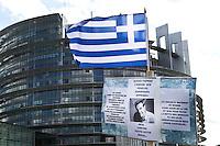 Cartello pro Tsipras<br /> Strasburgo 08-07-2015 Seduta del Parlamento Europeo<br /> Foto Elyxandro Cegarra / Panoramic/ Insidefoto