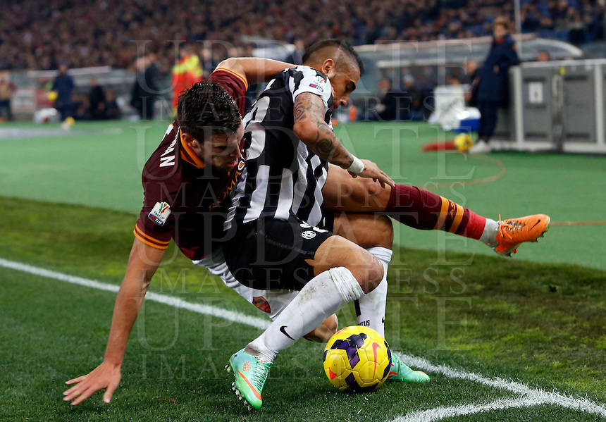 Calcio, quarti di finale di Coppa Italia: Roma vs Juventus. Roma, stadio Olimpico, 21 gennaio 2014.<br /> AS Roma midfielder Kevin Strootman, of the Netherlands, left, and Juventus midfielder Arturo Vidal, of Chile, fight for the ball during the Italian Cup round of eight final football match between AS Roma and Juventus, at Rome's Olympic stadium, 21 January 2014.<br /> UPDATE IMAGES PRESS/Riccardo De Luca