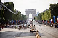peloton on the Champs-Elys&eacute;es<br /> <br /> Final stage 21 - Chantilly &rsaquo; Paris/Champs Elys&eacute;es (113km)<br /> 103rd Tour de France 2016