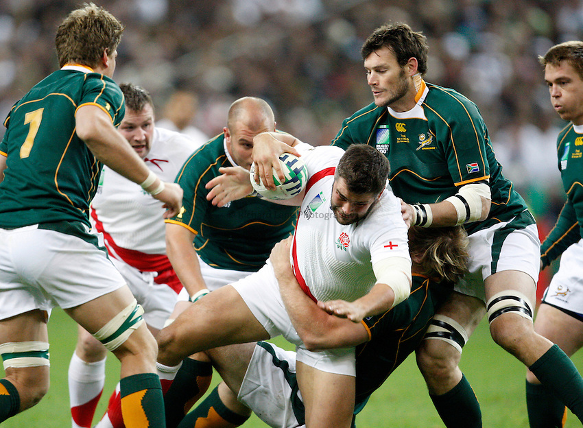 Photo: Richard Lane/Richard Lane Photography..England v South Africa. The Final of the IRB Rugby World Cup, RWC 2007. 20/10/2007. .England's Nick Easter attacks.