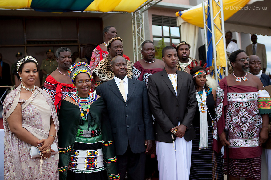 April 17, 2010 - Karuzika Royal Palace, Fort Portal, Uganda - Uganda's King of the Tooro Kingdom, King Oyo Nyimba Kabamba Iguru Rukidi IV and official guests with Ugandan President Yoweri Musseveni during the 18th birthday and coronation celebrations of King Oyo in Karuzika Royal Palace at Fort Portal. King Oyo is one of the world's youngest ruling monarchs. He ascended to throne at age three after his father, King Olimi Kaboyo, died of a heart attack in 1995. He rules over more than 2 million people in the Tooro kingdom, one of four kingdoms allowed by the government to exist in Uganda. Today he assumed the full duties of King of the Tooros as he reachs adulthood. Photo credit: Benedicte Desrus /Sipa Press