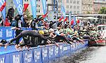 06.07.2019,  Innenstadt, Hamburg, GER, Hamburg Wasser World Triathlon, Elite Mainner, im Bild die Triathleten beim Start am Jungfernstieg in die Binnenalster Foto © nordphoto / Witke *** Local Caption ***