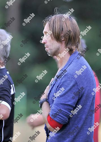2016-07-31 / voetbal / seizoen 2016-2017 / Crocky Cup / Linda Olen - Houtvenne / Coach Geert Van Dessel (Houtvenne)