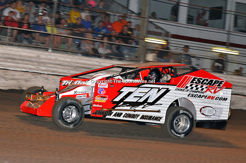 Feb 20, 2014; 6:45:15 PM;  Barberville, FL, USA;  Super DIRT car Series Big Block Modifieds presented by Summit Racing Equipment at Volusia Speedway Park.  Mandatory Credit: (thesportswire.net)