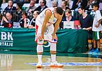 S&ouml;dert&auml;lje 2015-04-10 Basket SM-Semifinal 5 S&ouml;dert&auml;lje Kings - Sundsvall Dragons :  <br /> Sundsvall Dragons Charles Barton JR deppar under matchen mellan S&ouml;dert&auml;lje Kings och Sundsvall Dragons <br /> (Foto: Kenta J&ouml;nsson) Nyckelord:  S&ouml;dert&auml;lje Kings SBBK T&auml;ljehallen Sundsvall Dragons depp besviken besvikelse sorg ledsen deppig nedst&auml;md uppgiven sad disappointment disappointed dejected portr&auml;tt portrait
