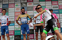 MANIZALES-COLOMBIA. 10-02-2018. Rigoberto Uran (segundo desde Izq), Colombia, (EF EDUCATION FIRST-DRAPAC), lanza una camiseta al público en compañía de Julian Alaphilippe (Izq), frances, (QUICK-STEP FLOORS), Fernando Gaviria (C) Colombia, (QUICK-STEP FLOORS), Egan Bernal (centro Der), Colombia, (TEAM SKY) y Nairo Quintana (Der), Colombia, (Movistar Team), Lider de la clasificación general después de la 5ª etapa de la Colombia Oro y Paz UCI 2.1 que se corrió entre la ciudad de Pereira y la población de Salento con una distancia de 167 kms. / Rigoberto Uran (al frente), Colombia, (EF EDUCATION FIRST-DRAPAC), throws a t-shirt to the fans with the accompany of Alaphilippe (L), France, (QUICK-STEP FLOORS), Rigoberto Uran (front), Colombia, (EF EDUCATION FIRST-DRAPAC), Fernando Gaviria (C) Colombia, (QUICK-STEP FLOORS), Egan Bernal (center R), Colombia, (TEAM SKY) and Nairo Quintana (R), Colombia, (Movistar Team) and  leadre of the gereal classification after the 5th stage of the Colombia Oro y Paz UCI 2.1, that was held between Pareira city and Salento village over 167 kms. Photo: VizzorImage/Santiago Osorio/Cont