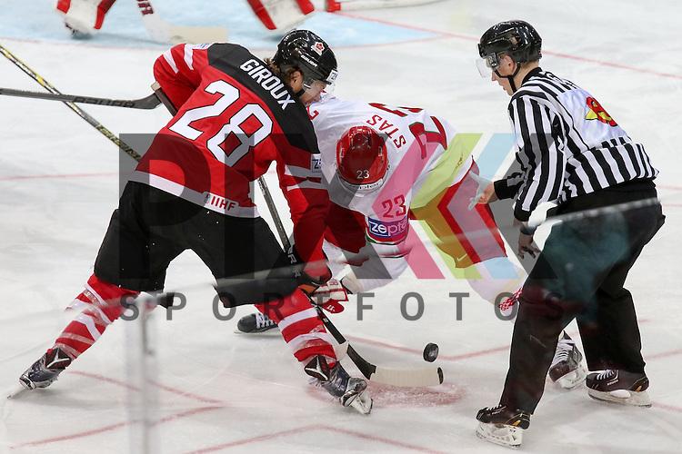 Belarus Stas, Andrei (Nr.23)(CSKA Moscow) und Canadas Giroux Claude (Nr.28) beim Bully im Spiel IIHF WC15 Canada vs. Belarus<br /> <br /> Foto &copy; P-I-X.org *** Foto ist honorarpflichtig! *** Auf Anfrage in hoeherer Qualitaet/Aufloesung. Belegexemplar erbeten. Veroeffentlichung ausschliesslich fuer journalistisch-publizistische Zwecke. For editorial use only.