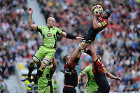 Steve Borthwick of Saracens secures the lineout ball against Sam Dickinson of Northampton Saints during the Aviva Premiership Final between Saracens and Northampton Saints at Twickenham Stadium on Saturday 31st May 2014 (Photo by Rob Munro)
