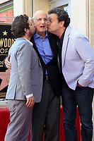 Joe Lewis, Jeffrey Tambor und Mitchell Hurwitz bei der Zeremonie zur Verleihung von einem Stern an Jeffrey Tambor auf dem Hollywood Walk of Fame. Los Angeles, 08.08.2017