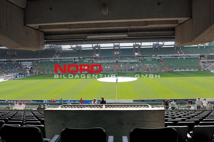 FBL 09/10  07. Spieltag Hinrunde / Weser Stadion<br /> Werder Bremen - Mainz05<br /> <br /> Blick auf das Spielfeld von der VIP Tribuene Hoehe MIttellinie<br /> <br /> <br /> Foto &copy; nph ( nordphoto )