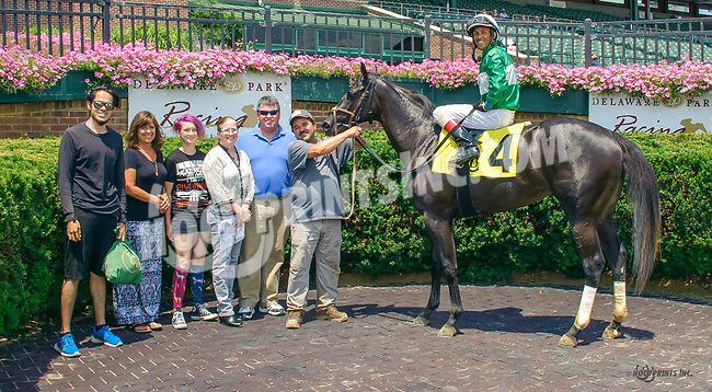 Aunt Esther winning at Delaware Park on 7/17/17