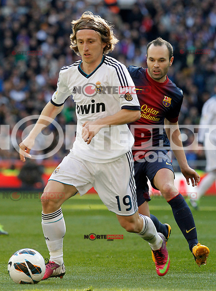 Real Madrid's Luca Modric (l) and FC Barcelona's Andres Iniesta during La Liga match.March 02,2013. (ALTERPHOTOS/Acero) /NortePhoto