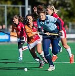Laren - Maxime Kerstholt (Lar)  met Marlena Rybacha (OR)  tijdens de Livera hoofdklasse  hockeywedstrijd dames, Laren-Oranje Rood (1-3).  COPYRIGHT KOEN SUYK