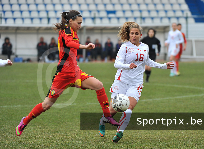 Belgium U19 - Switzerland U19 : Jassina Blom quicker on the ball than Swiss Anja Thürig (16).foto DAVID CATRY / Nikonpro.be