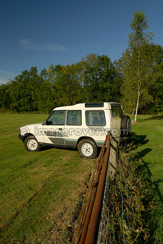 The oldest surviving pre-prodution Land Rover Discovery 1 from 1988; B62COH. Now part of the Dunsfold Collection, posing on a field in Surrey, south England. Europe, UK, England, Surrey, Dunsfold. --- Automotive trademarks are the property of the trademark holder, authorization may be needed for some uses.