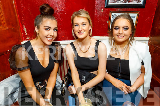 Karina Quilter, Laura Falvey and Emma Quilter enjoying the evening in the Cearnog Bar on Friday night
