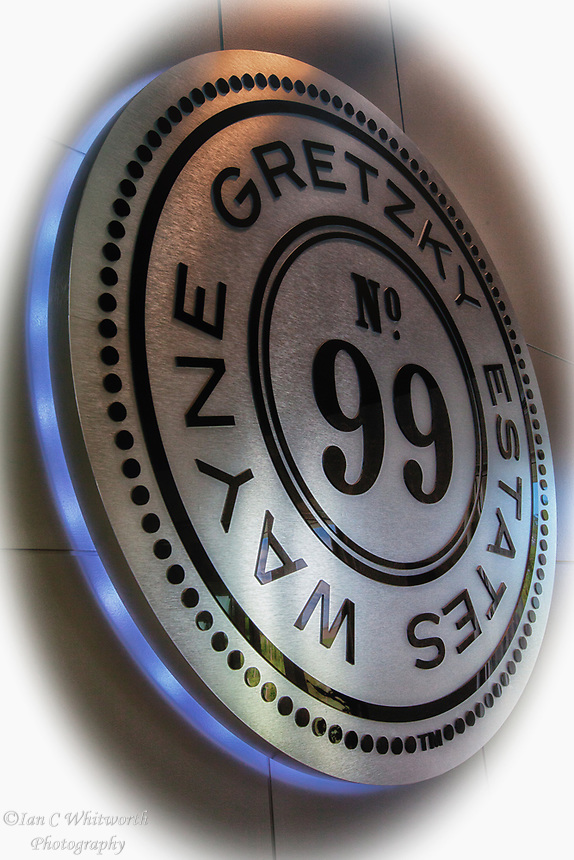 The Wayne Gretzky Estates Logo