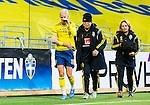 ****BETALBILD**** <br /> Stockholm 2015-04-08 Fotboll Landskamp Damer , Sverige - Danmark :  <br /> Sveriges Sofia Jakobsson har skadat sig och g&aring;r av planen med ett bandage runt h&ouml;ger arm under matchen mellan Sverige och Danmark <br /> (Photo: Kenta J&ouml;nsson) Keywords:  Sweden Sverige Denmark Danmark Landskamp Dam Damer Tele2 Arena Stockholm  skada skadan ont sm&auml;rta injury pain depp besviken besvikelse sorg ledsen deppig nedst&auml;md uppgiven sad disappointment disappointed dejected
