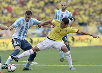 BARRANQUILLA - COLOMBIA - 17-11-2015: Carlos Bacca (Der) de Colombia disputa el balón con Jose Ramiro Funes Mori (Izq) de Argentina durante partido válido por la clasificación a la Copa Mundo FIFA 2018 Rusia jugado en el estadio Metropolitano Roberto Melendez en Barranquilla./  Carlos Bacca (R) of Colombia fights the ball with Jose Ramiro Funes Mori (L) of Argentina during match valid for the qualifier to 2018 FIFA World Cup Russia Qualifiers played at Metropolitan stadium Roberto Melendez in Barranquilla. Photo: VizzorImage / Gabriel Aponte / Staff