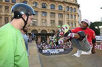 SAO PAULO, SP, 30/06/2012,  VIRADA ESPORTIVA.<br /> <br />  O S&atilde;o Paulo Vert Jam Pro/Am que acontece no Vale do Anahgabau &eacute; uma das atra&ccedil;&otilde;es da Virada Esportiva 2012.<br /> <br />  Luiz Guarnieri/ Brazil Photo Press