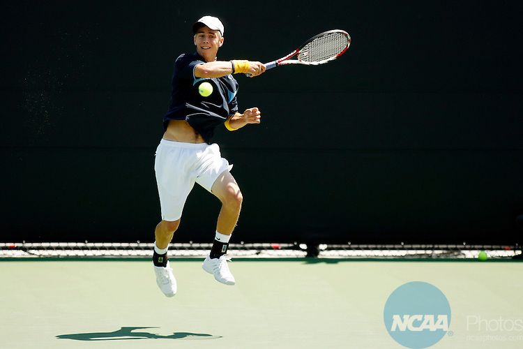 21 MAY 2009:  Max Liberty-Point of the University of California-Santa Cruz hits a forehand against Zack Lerner of Amherst College during the Division III Men's Tennis Championship held at the Biszantz Family Tennis Center in Claremont, CA.  UC-Santa Cruz defeated Amherst 5-0 for the national title.  Jamie Schwaberow/NCAA Photos