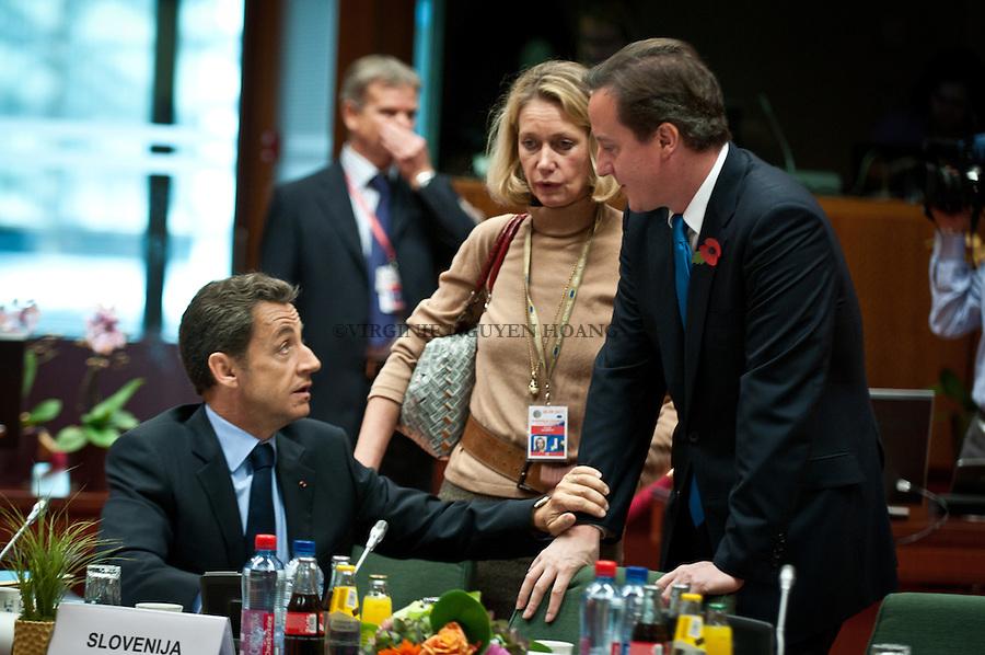 Nicolas Sarkozy, président français, et David Cameron president de la Grande-Bretagne, au tour de table du Sommet européen, Bruxelles...Nicolas Sarkozy, President of France, and David Cameron, President of the UK at the round table of the European summit in Brussels
