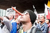 SAO PAULO, SP, 08.05.2015 - PROFESSORES-SP  - Professores estaduais durante ato no vão-livre do MASP por melhorias de salários e decidiram em assembléia manter a greve nesta sexta-feira, 08. ( Foto: Gabriel Soares/Brazil Photo Press)