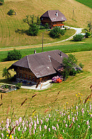 CHE, SCHWEIZ, Kanton Bern, Emmental: Landschaft und Bauernhoefe bei Schangnau | CHE, Switzerland, Bern Canton, Valley Emmental: landscape and farmhouses near Schangnau
