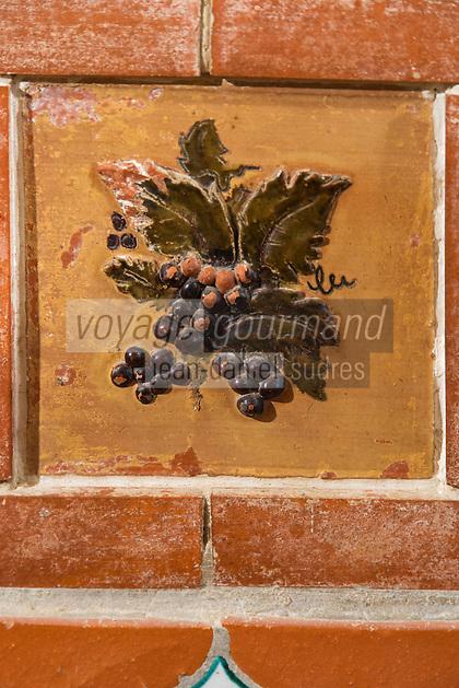 Europe/France/Languedoc-Roussillon/66/Pyrénées-Orientales/Molitg-les-Bains: Grand Hôtel, Thermes de Molitg les Bains _ Carrelage décorant la salle de restaurant