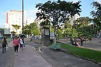 RIO DE JANEIRO-RJ-16 DE MAIO DE 2012- CLIMA TEMPO- O dia amanheceu com sol, movimentacao na Praca Afonso Pena, na Tijuca, zona norte do rio.Foto:Marcelo Fonseca-Brazil Photo Press