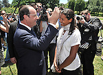 AUSTRALIA, Canberra : French President Francois Hollande talks with a french teacher after planting a tree at the Austraslian War Memorial grounds, Canberra on November 19, 2014. Hollande is on a two-day state visit to Australia following the G20 Summit over the weekend. AFP PHOTO / MARK GRAHAM