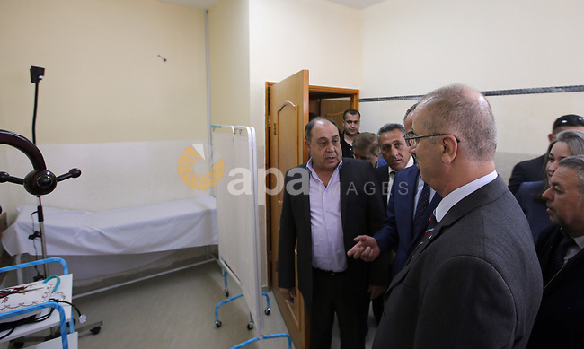 Palestinian Prime Minister, Rami Hamdallah, visits a solidarity tent with Palestinian prisoners held Israeli Jails in the West Bank city of Jenin on April 18, 2017. Photo by Prime Minister Office