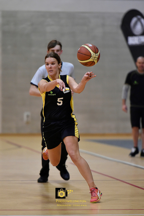 Jenna Kensington in action during the WBC - Te Tai Takerau Pheonix v Taranaki Thunder at Te Rauparaha Arena, Porirua, New Zealand on Friday 5 June 2015.<br />