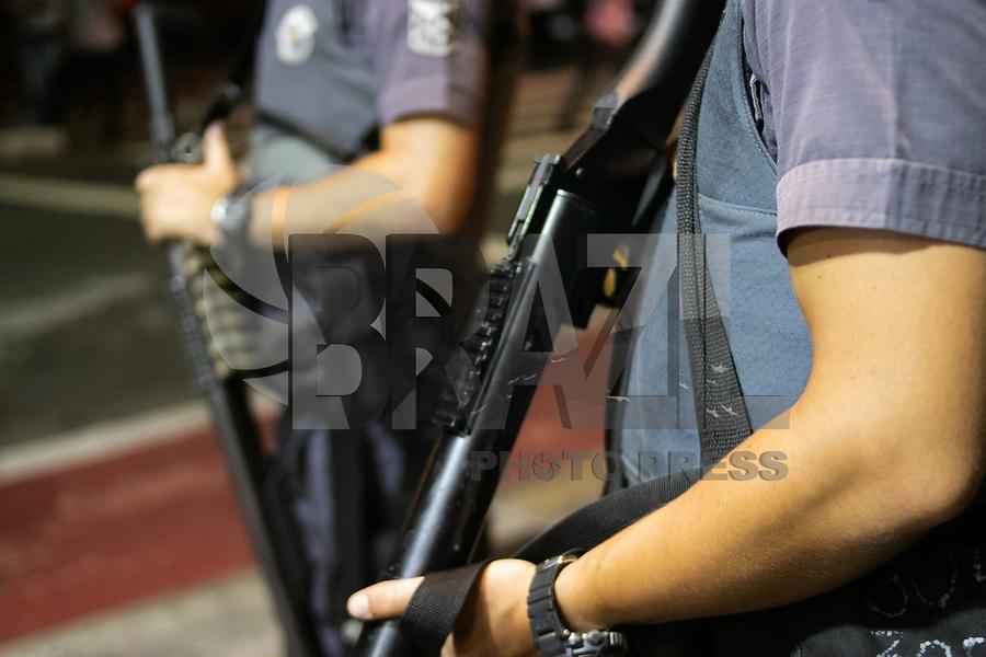 SAO PAULO, SP - 10.01.2019 - PROTESTO-SP - Grupo de movimentos sociais protestam contra o aumento das tarifas de &ocirc;nibus, trem e metr&ocirc; na tarde desta quinta-feira (10) no centro da cidade de S&atilde;o Paulo. O transporte coletivo teve reajuste nas tarifas de R$ 4,00 para R$ 4,30.<br /> <br /> (Foto: Fabricio Bomjardim / Brazil Photo Press)