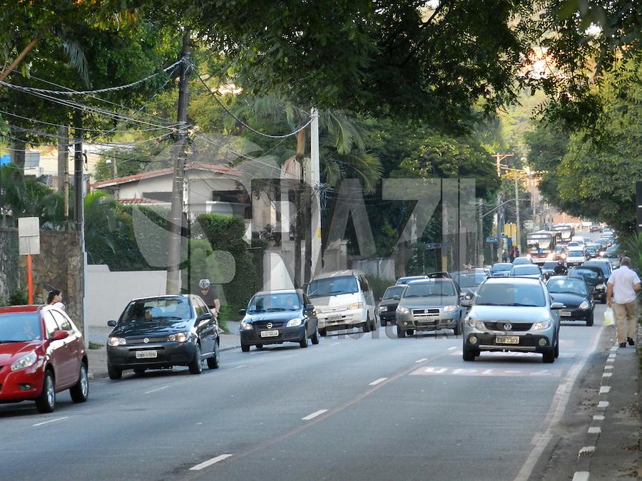 São Paulo - SP - 03fev2012 - Transito bom nesta manhã na Av Cidade Jardim sentido centro. Foto: Mauricio Camargo - News Free.