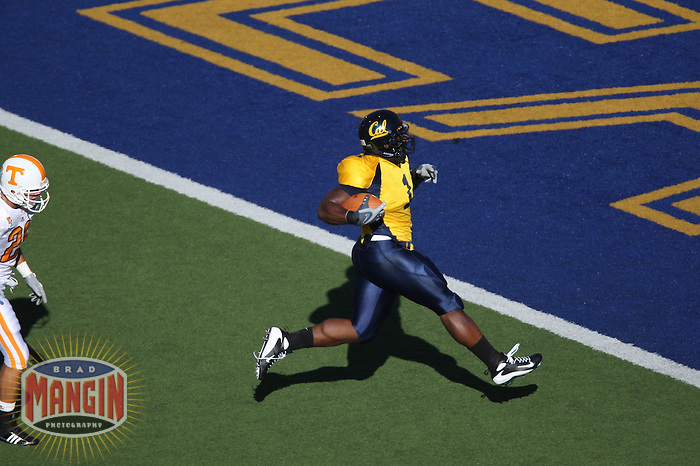 BERKELEY, CA - University of California linebacker Worrell Williams runs a fumble back for a touchdown during a game against Tennessee at Memorial Stadium in Berkeley, California on September 1, 2007. Photo by Brad Mangin
