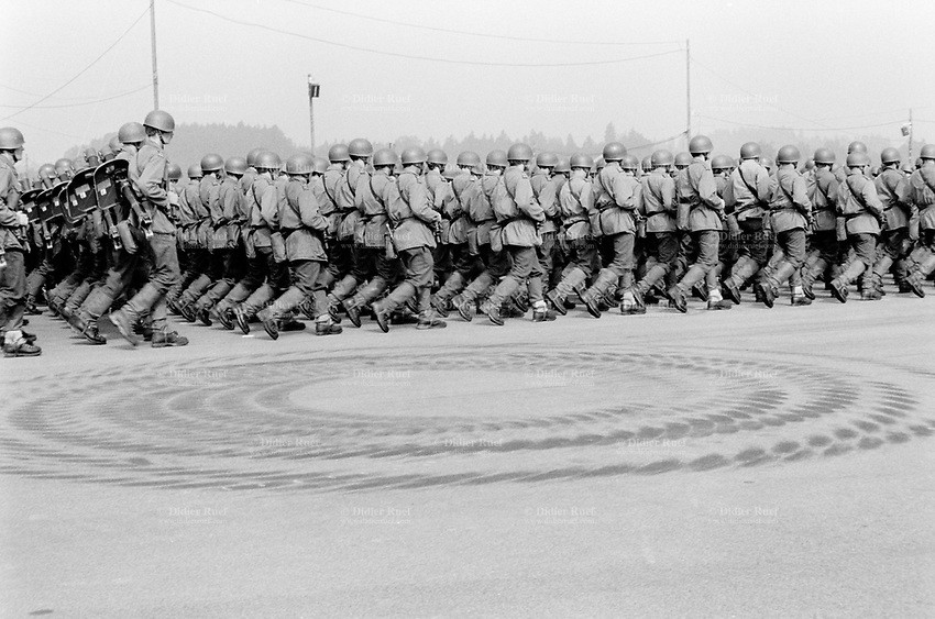 Switzerland. Canton Lucerne. Emmen. Celebration of the army. Soldiers parade. Tyres marks on the concrete ground. © 1991 Didier Ruef