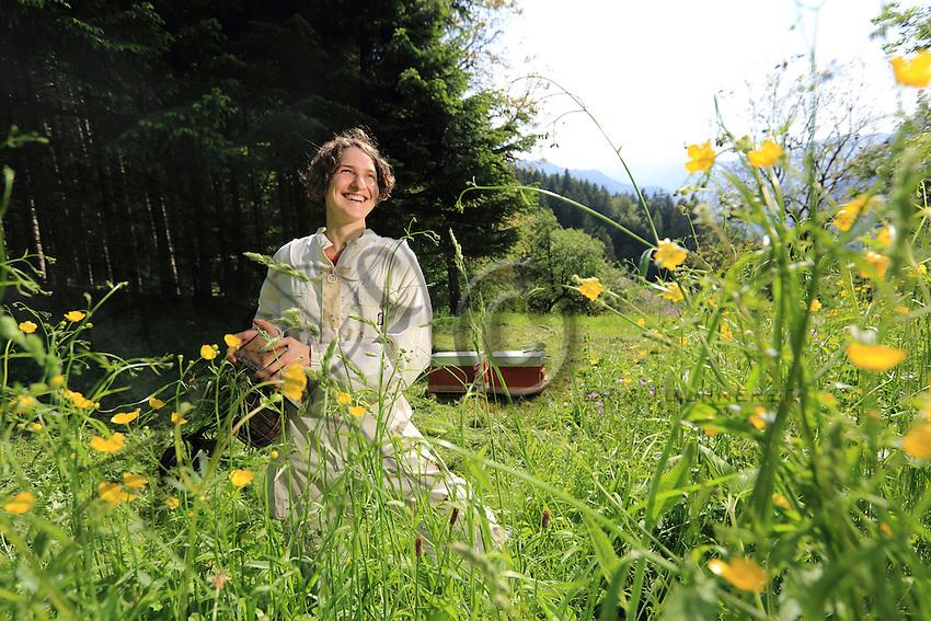 Stephanie Rack, 28 years old, Thônes in Haute-Savoie, with the hives in the mountain.///Stéphanie Rack, 28 ans, Thônes en Haute-Savoie, sue ces ruches en montagne.
