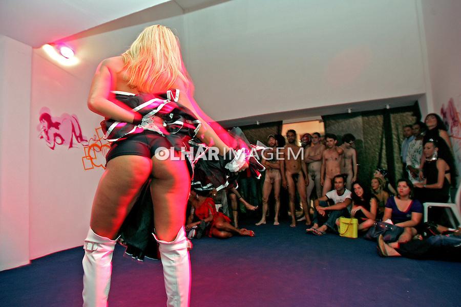 Show de sexo na Feira de Produtos Eróticos, Erótika. São Paulo. 2007. Foto de Caetano Barreira.