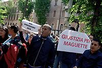 Roma, 5 Maggio 2017<br /> Cartello per chiede giustizia per Maguette, l'uomo senegalese morto durante i controlli anti- abusivismo<br /> Movimenti per il diritto all'abitare assediano l'assessorato alle politiche sociali, contro I nuovi decreti governativi sulla sicurezza urbana e sui migranti .