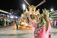 RIO DE JANEIRO, RJ 09.02.2016 - CARNAVAL-RJ - Alcione da escola de samba Mangueira durante segundo dia de desfiles do grupo especial do Carnaval do Rio de Janeiro no Sambódromo Marquês de Sapucaí na região central da capital fluminense na  madrugada desta segunda-feira, 09. (Foto: William Volcov/Brazil Photo Press)