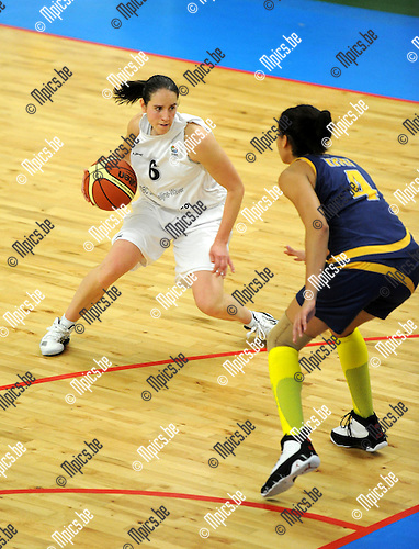 11-12-04 / Basketbal / seizoen 2011-2012 / Sint-Katelijne-Waver - Chevakata / Van den Vonder (SKW) met Keyru..Foto: Mpics.be