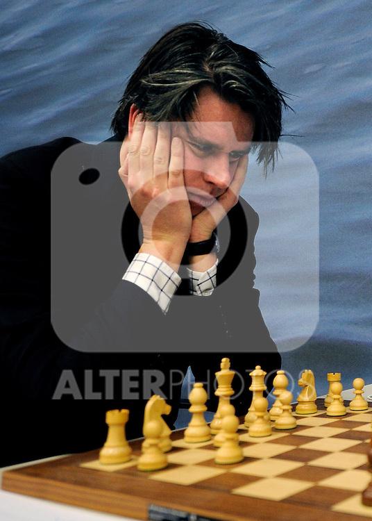 17.01.2011, Mondriaan Centre, Wijk aan Zee, NED, Tata Steel Chess Tournament 2011, im Bild Sebastian Siebrecht GER  ..Foto © nph / Hoogendoorn