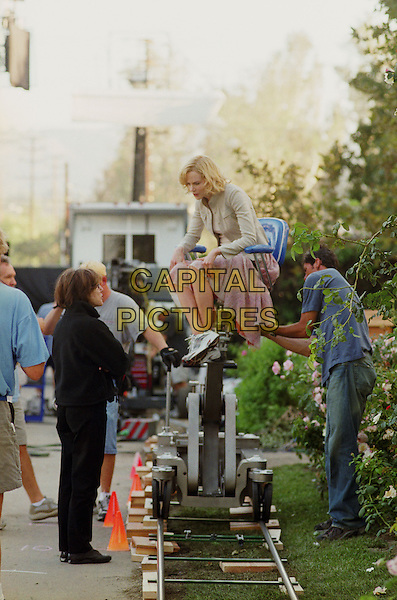 NORA EPHRON (DIRECTOR) & NICOLE KIDMAN .on the set of Bewitched.*Editorial Use Only*.www.capitalpictures.com.sales@capitalpictures.com.Supplied by Capital Pictures.